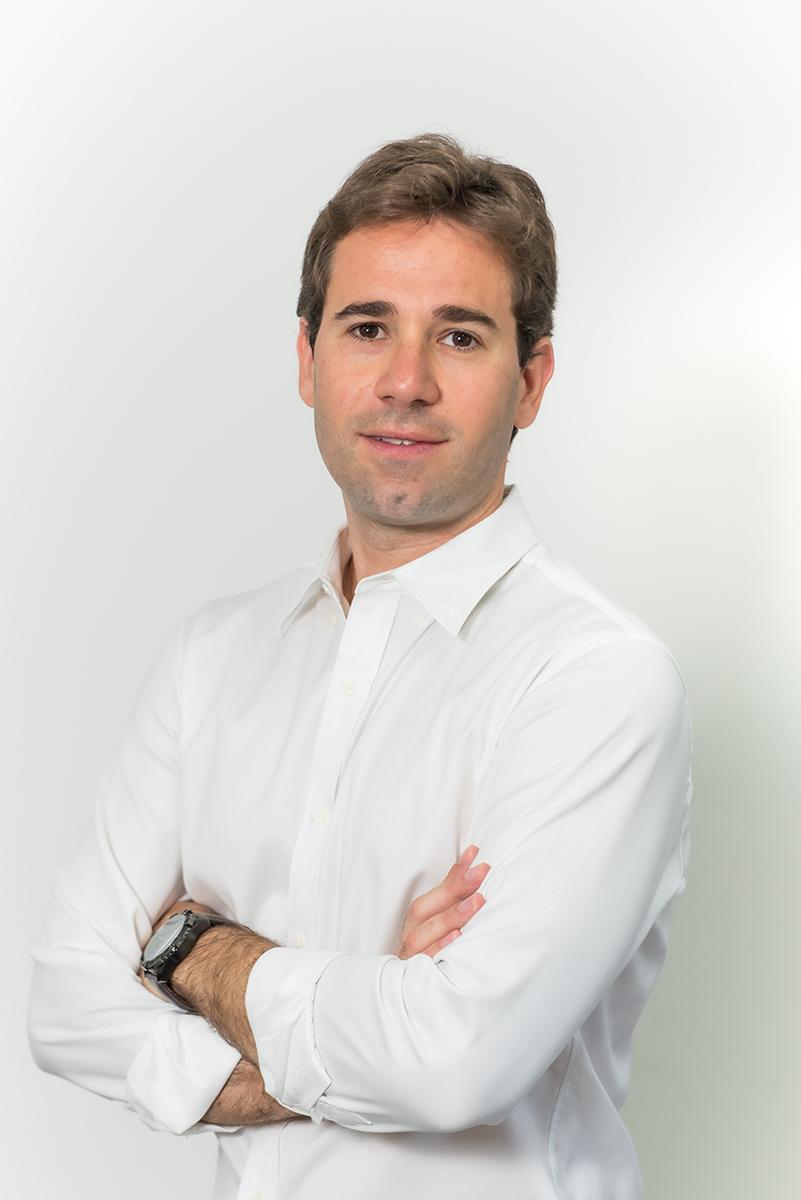<b>g</b>Rafael Gomes