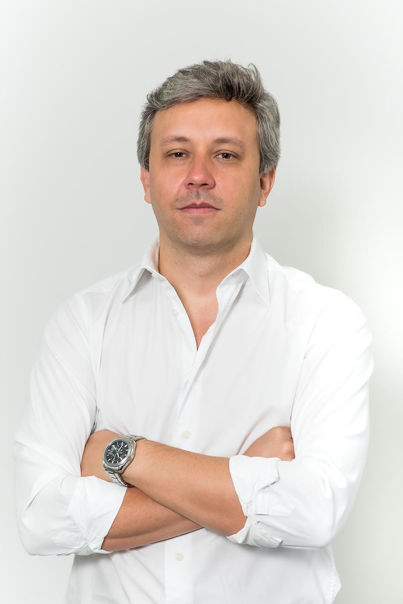 <b>f</b>Ricardo Mansur