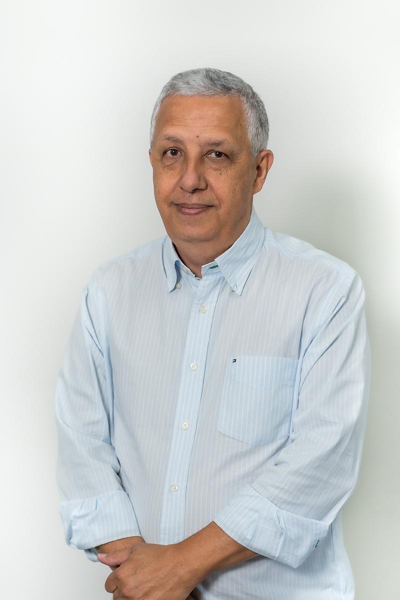 <b>n</b>Ricardo Pimentel