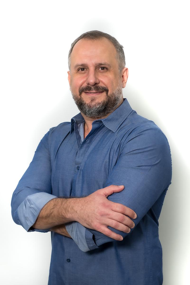 <b>d</b>Rodrigo Carvalho