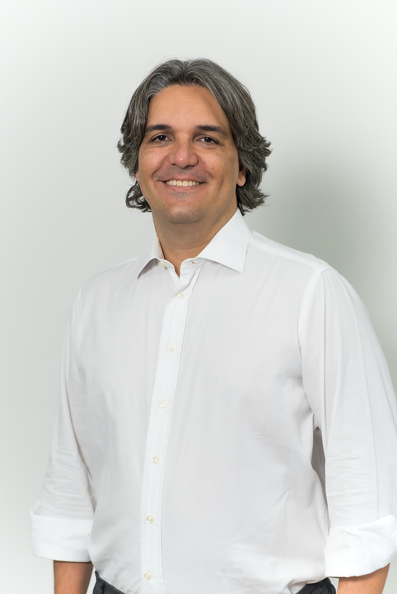 <b>b</b>Rodrigo Tardin